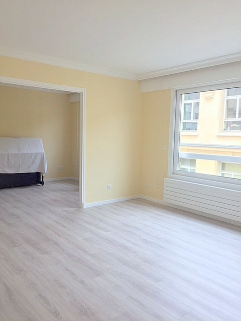 Location appartement Paris 15ème 1 945€ CC - Photo 5