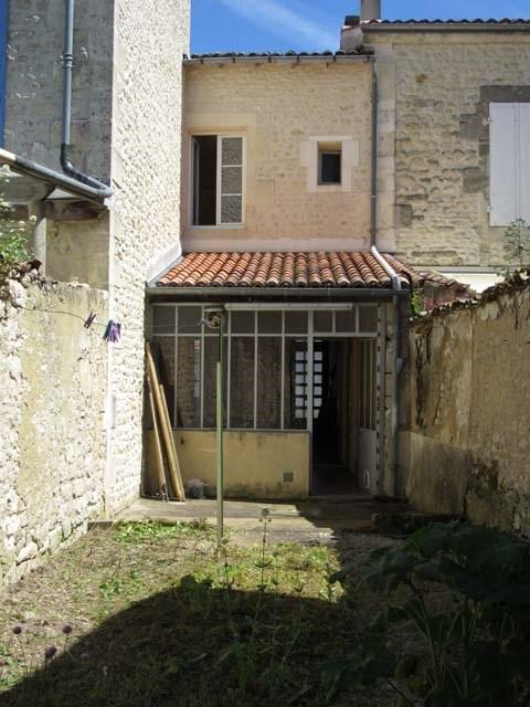 Vente maison / villa Saint-jean-d'angély 69800€ - Photo 2