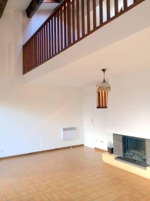 Location maison / villa Villeneuve-les-avignon 920€ CC - Photo 1