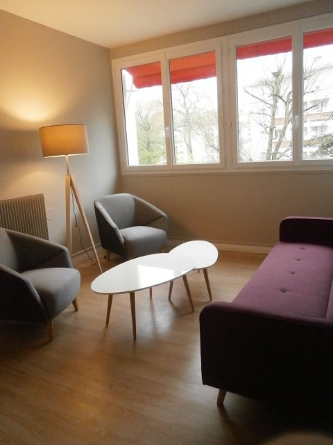 Location appartement Fontainebleau 1 080€ CC - Photo 3