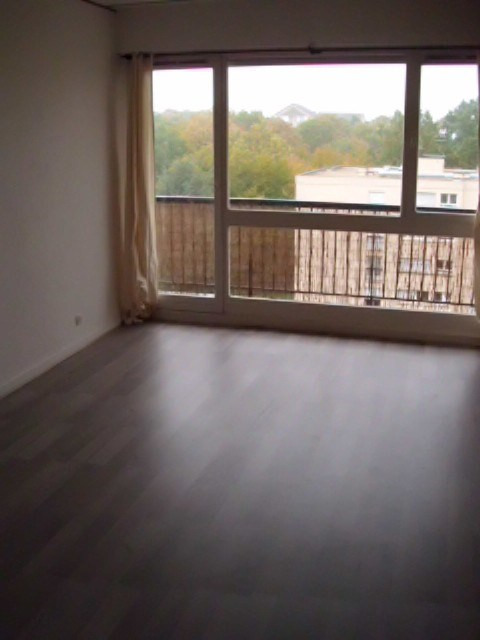 Rental apartment Maurepas 736€ CC - Picture 2