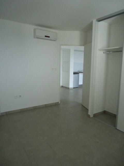 Location appartement St denis 615€ CC - Photo 2
