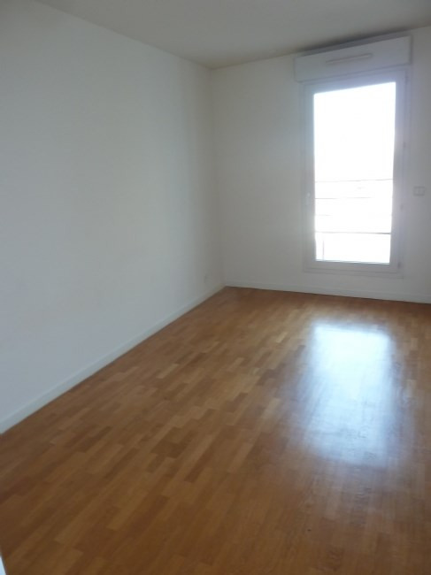 Rental apartment Courbevoie 1 800€ CC - Picture 4
