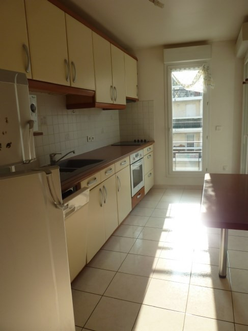 Rental apartment Courbevoie 1 800€ CC - Picture 3