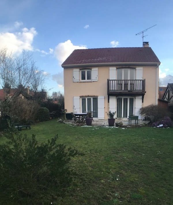 Sale house / villa Lesigny 384000€ - Picture 1