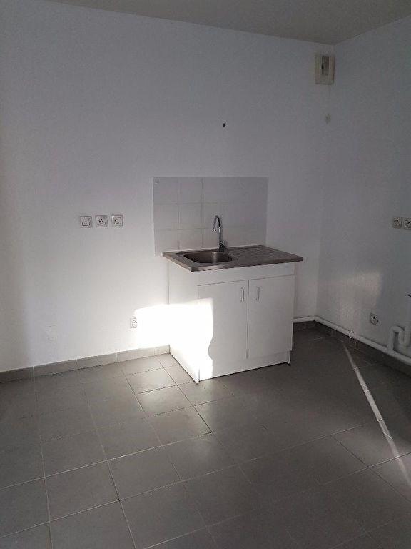 Rental apartment Marseille 460€ CC - Picture 2