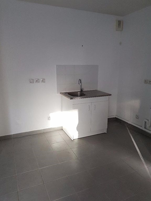 Location appartement Marseille 460€ CC - Photo 2