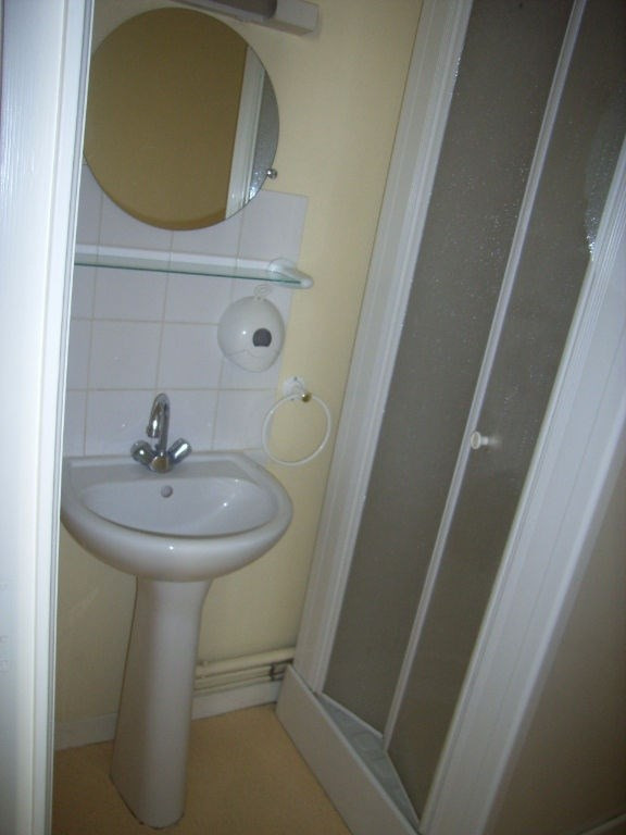Rental apartment Laval 281€ CC - Picture 3