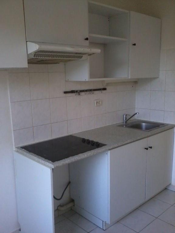 Rental apartment L isle d abeau 720€ CC - Picture 5