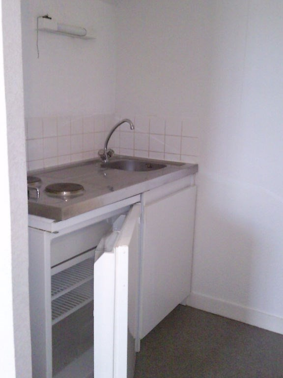 Rental apartment Laval 255€ CC - Picture 2