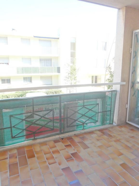 Rental apartment Les angles 734€ CC - Picture 4
