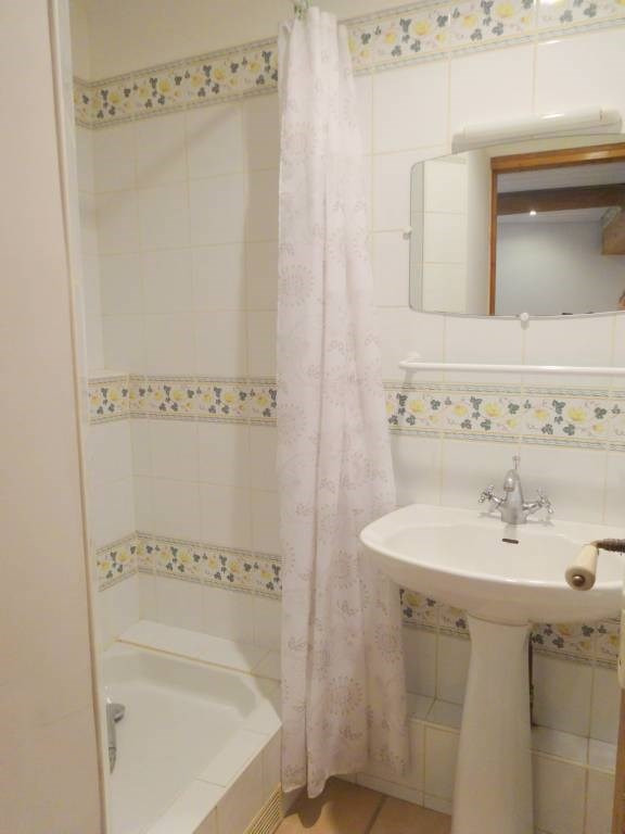 Location maison / villa Domazan 570€ CC - Photo 10