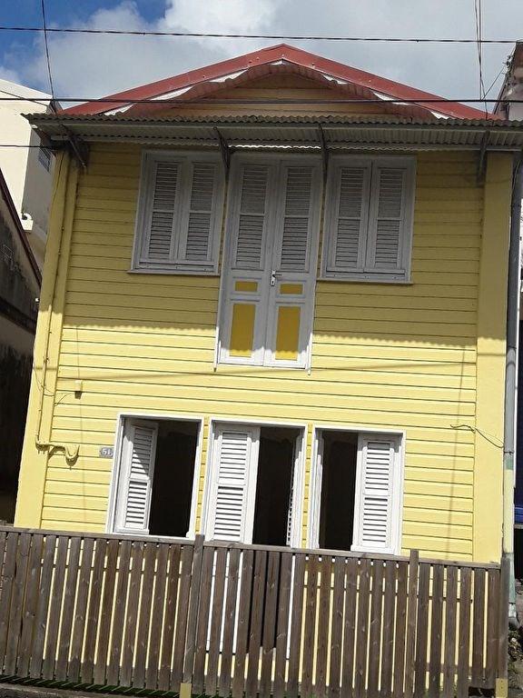 Location maison / villa Saint esprit 630€ CC - Photo 1