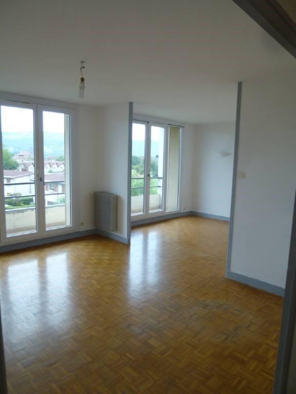 Location appartement Entre-deux-guiers 590€ CC - Photo 2