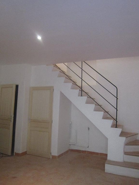 Rental apartment Lambesc 650€ CC - Picture 1