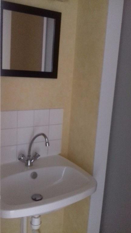 Location appartement Laval 282€ CC - Photo 4