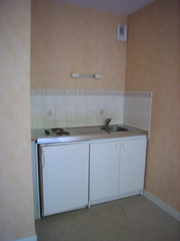 Location appartement Laval 330€ CC - Photo 2