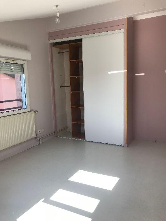 Rental apartment L isle d abeau 850€ CC - Picture 3