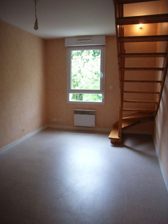 Location appartement Laval 330€ CC - Photo 1