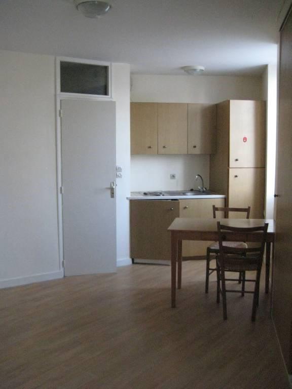 Location appartement Laval 285€ CC - Photo 1