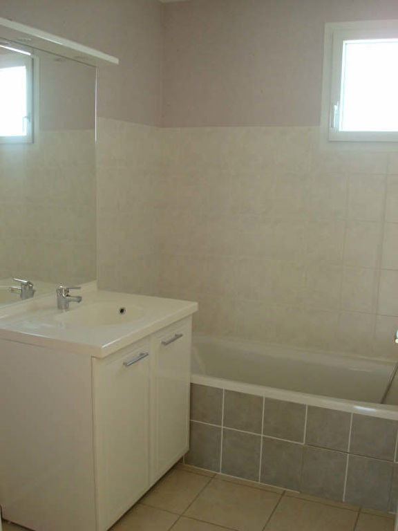 Location appartement Vaulx milieu 770€ CC - Photo 4