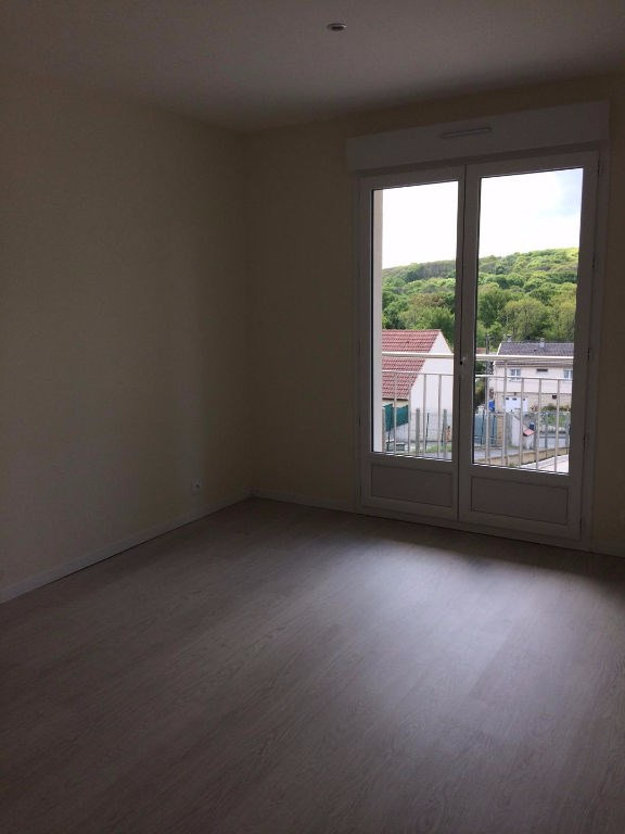 Location appartement La ville du bois 890€ CC - Photo 3