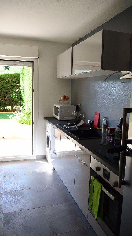 Sale apartment Saint laurent du var 267 000€ - Picture 2