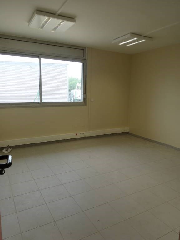 Rental office Avignon 1 913€ CC - Picture 3