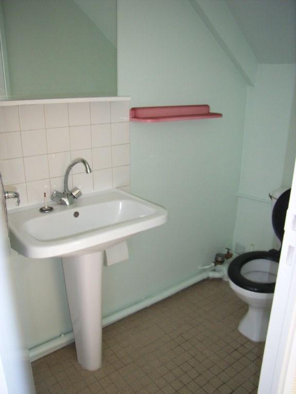 Rental apartment Laval 282€ CC - Picture 3