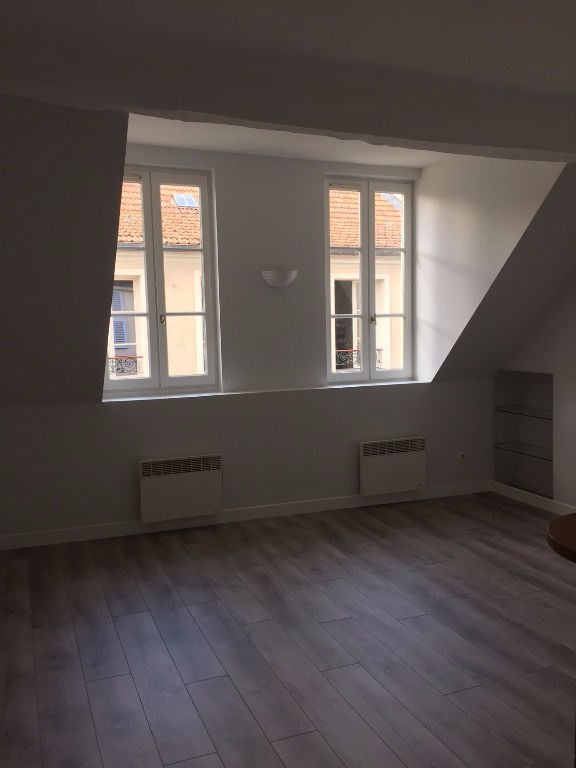 Rental apartment Saint germain en laye 1 022€ CC - Picture 2