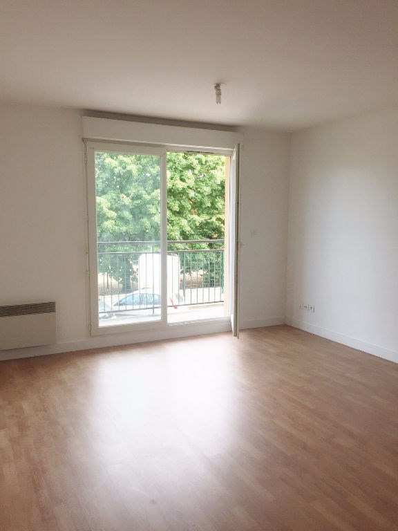 Rental apartment Poissy 810€ CC - Picture 1