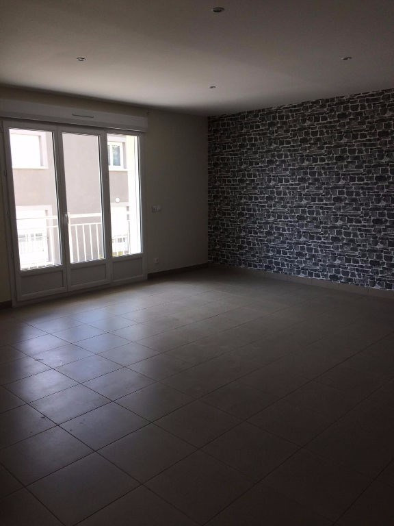 Location appartement La ville du bois 890€ CC - Photo 2