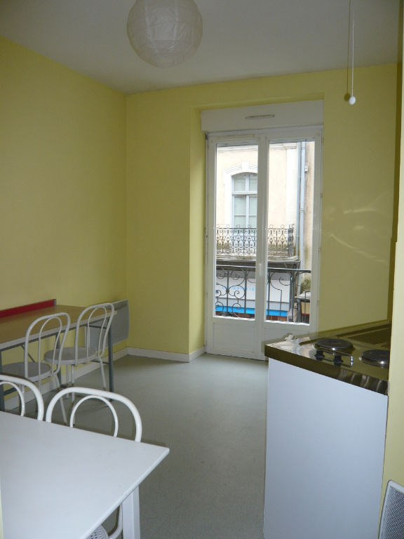 Rental apartment Laval 307€ CC - Picture 1