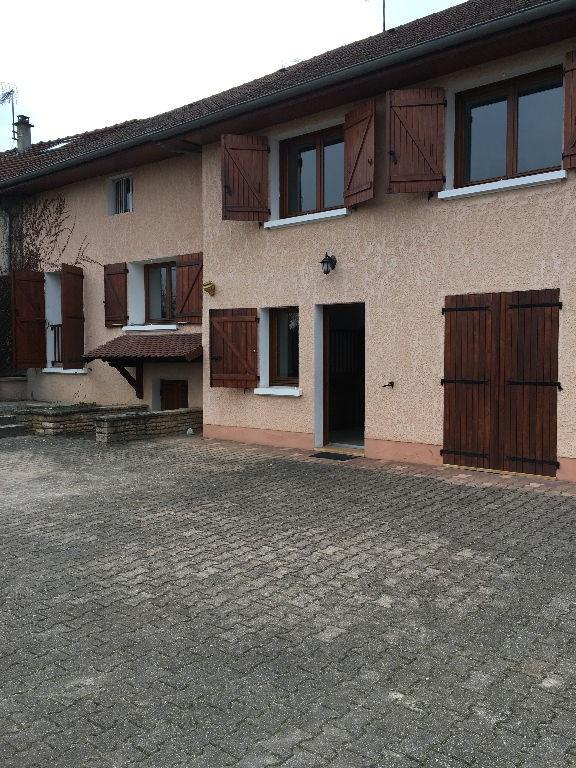 Location maison / villa Cremieu 902€ CC - Photo 1