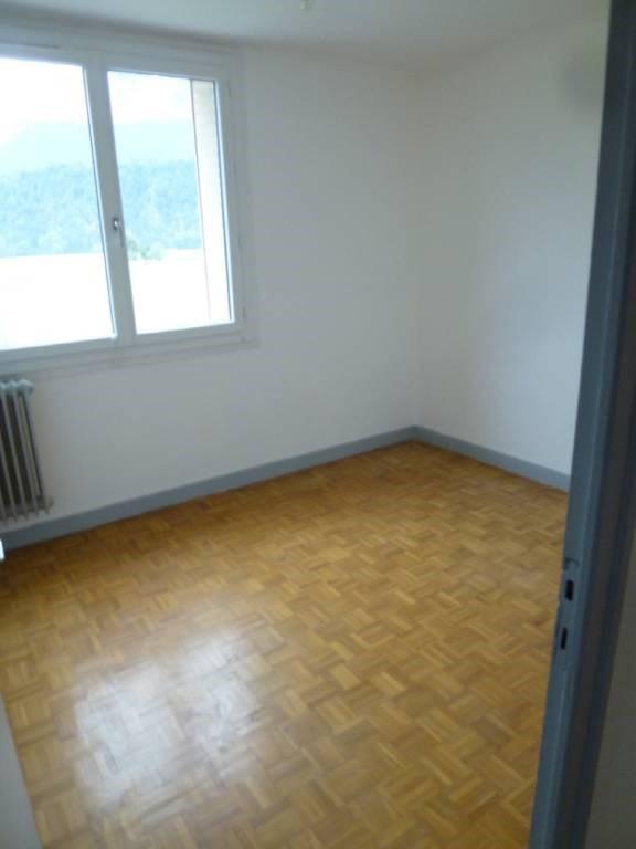 Location appartement Entre-deux-guiers 590€ CC - Photo 3