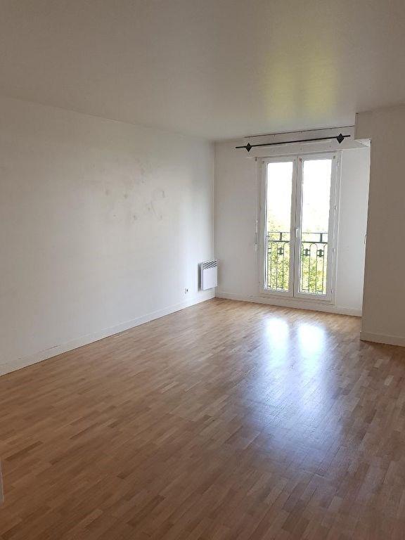 Location appartement Montrouge 1051€ CC - Photo 1