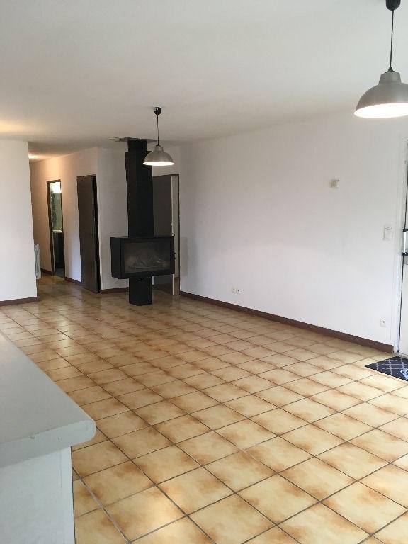 Location maison / villa Bourgoin jallieu 895€ CC - Photo 3