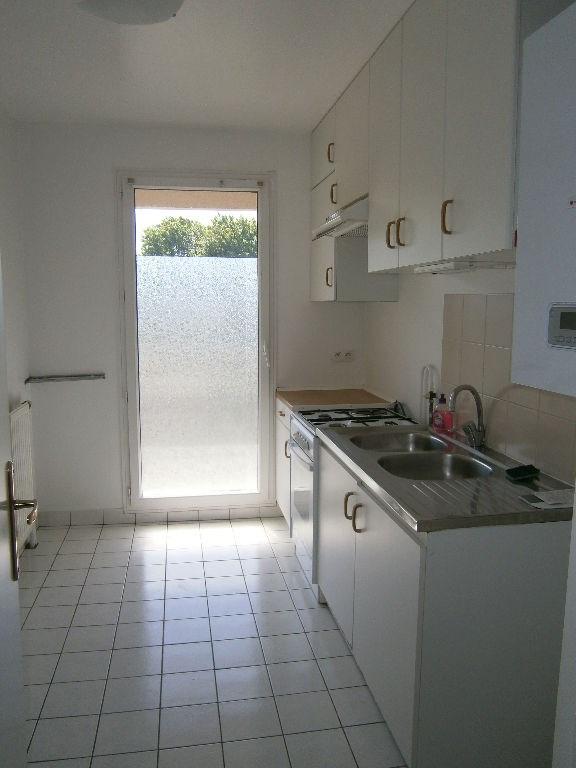 Location appartement Guyancourt 991€ CC - Photo 3