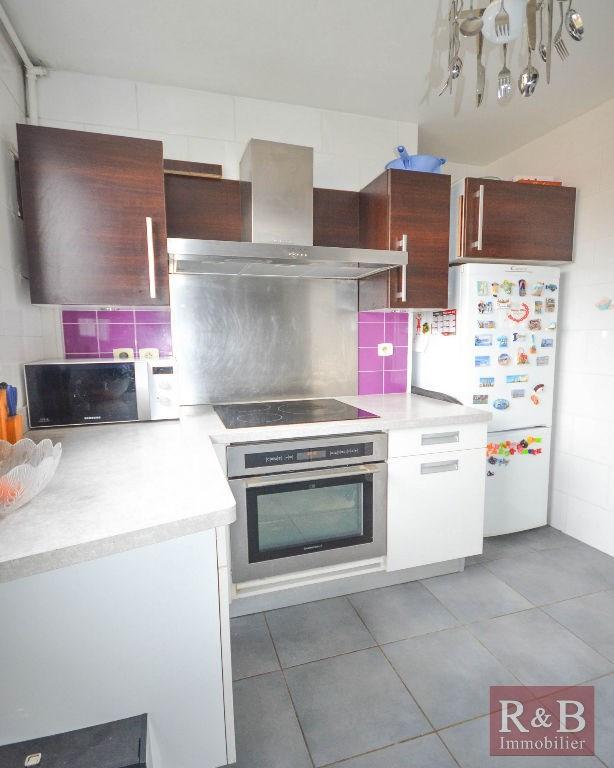 Sale apartment Les clayes sous bois 172000€ - Picture 2