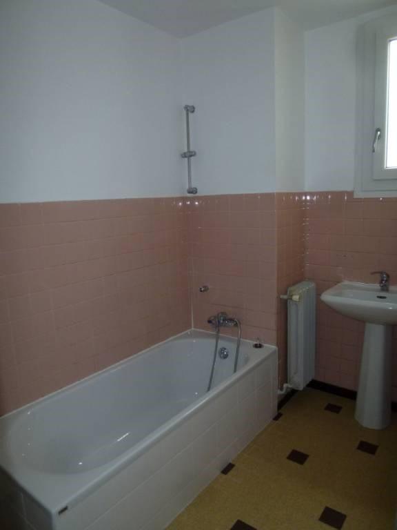 Location appartement Entre-deux-guiers 590€ CC - Photo 5