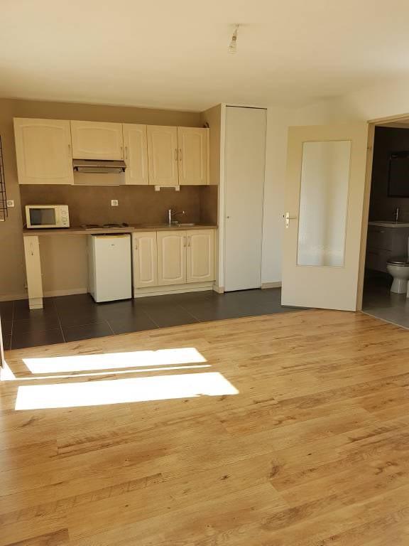 Rental apartment Avignon 438€ CC - Picture 2