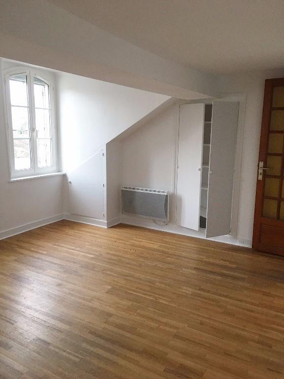 Rental apartment St germain en laye 660€ CC - Picture 1
