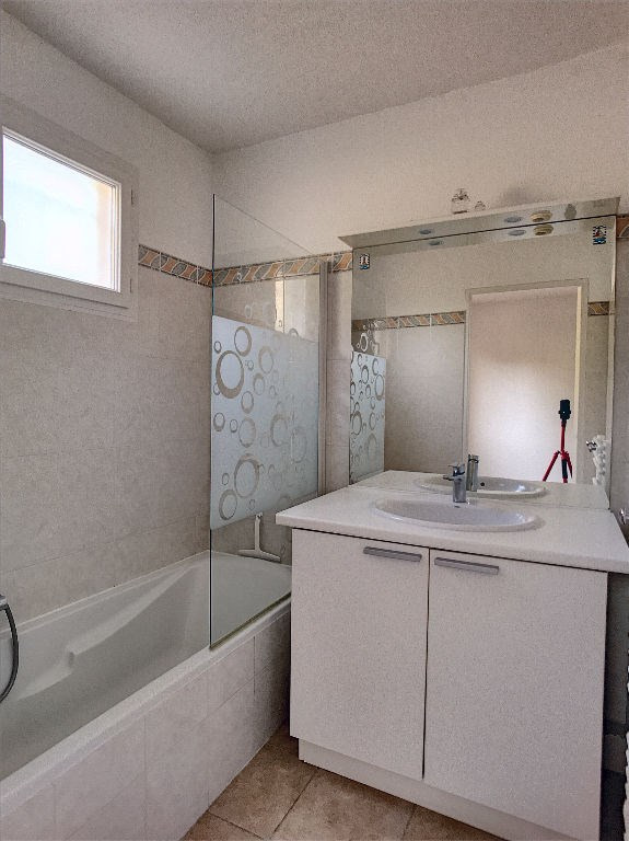 Vendita appartamento Saint laurent du var 350000€ - Fotografia 5