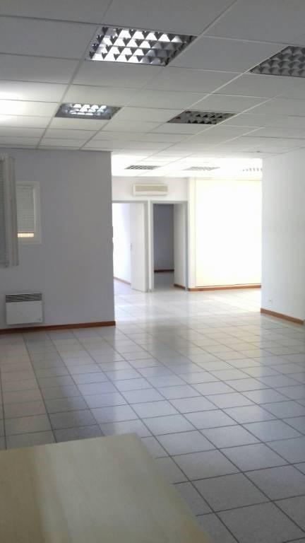 Location bureau Entraigues-sur-la-sorgue 1360€ CC - Photo 6