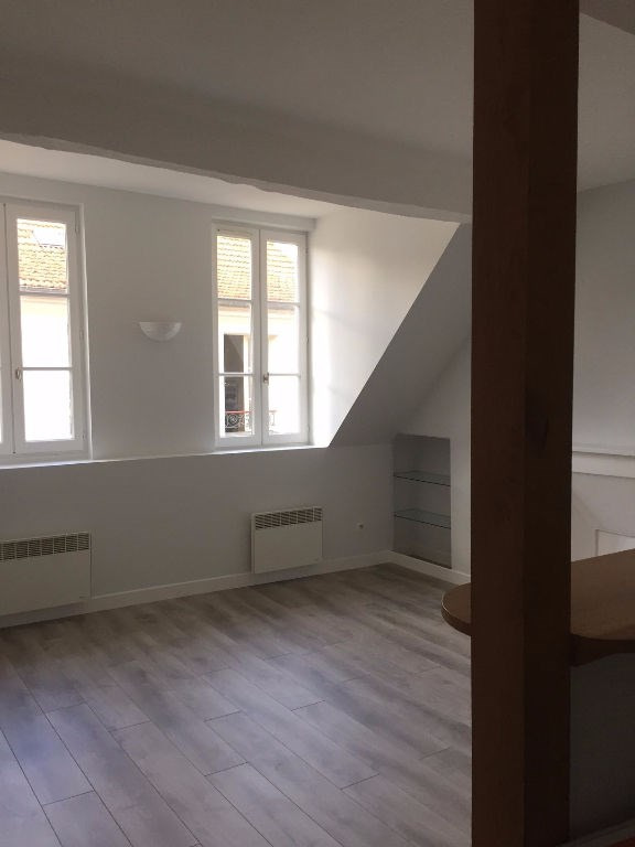 Rental apartment Saint germain en laye 1 022€ CC - Picture 1