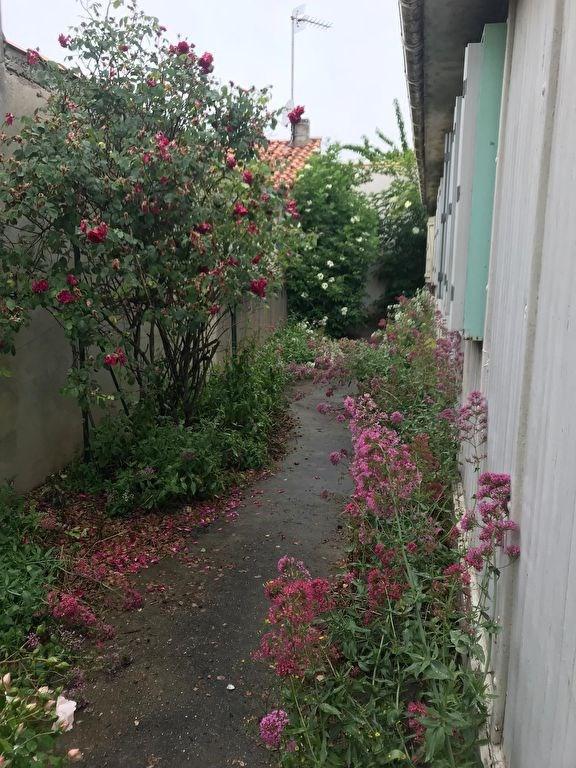 A vendre terrain avec maison à démolir la corniche