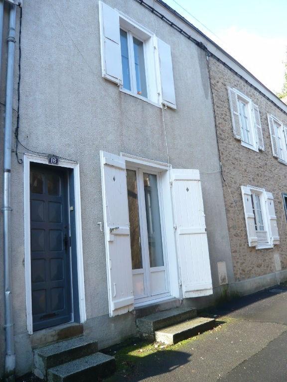 Location maison / villa Laval 426€ CC - Photo 1
