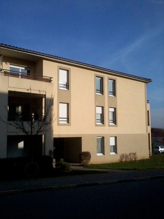 Rental apartment L isle d abeau 720€ CC - Picture 2