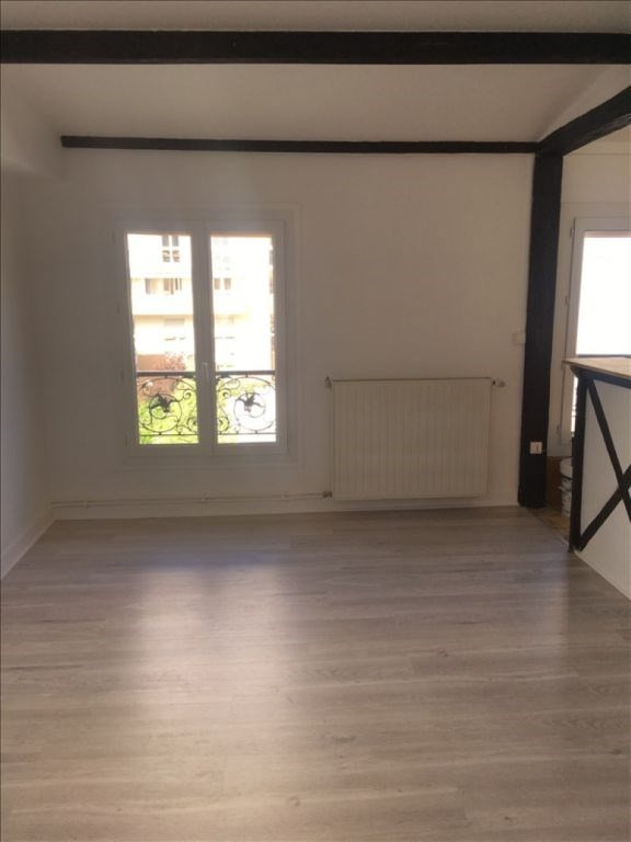 Location appartement Paris 19ème 1 126€ CC - Photo 1