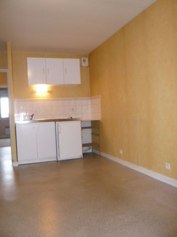 Location appartement Laval 388€ CC - Photo 1